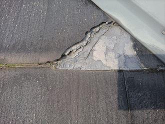茅ヶ崎市甘沼の傷み過ぎたスレートは、塗装をしても十分な効果が得られない状態でした