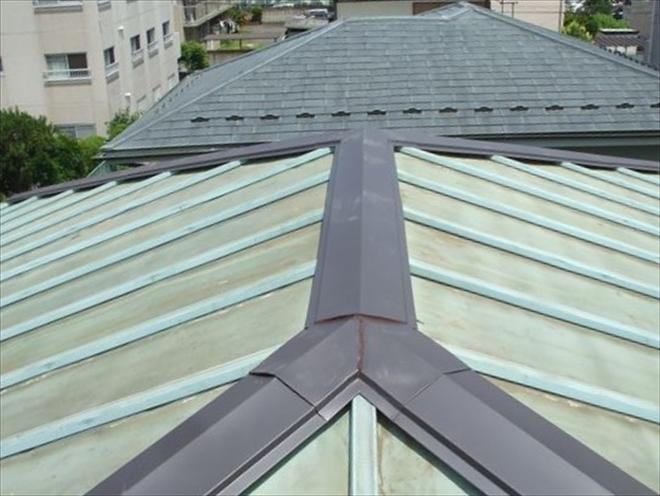 瓦棒葺き屋根、棟板金交換工事完了