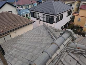 瓦は漆喰がダメージを受けるとそこから雨水が侵入し雨漏りする場合がございます