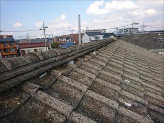 コンクリート瓦が使われた切妻屋根