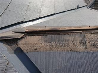 藤沢市遠藤にて台風で飛散してしまった棟板金、貫板が腐食していると被害に遭いやすいので注意しましょう