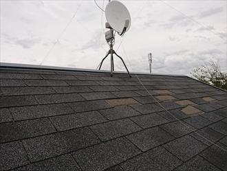 大和市上草柳にて台風15号によってアスファルトシングルの屋根材と雨樋が飛散してしまいました