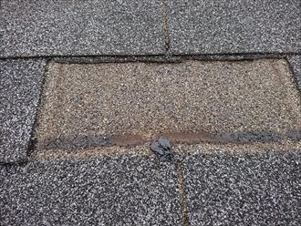屋根材の固定を粘着に頼っており日本の風土には合いにくい