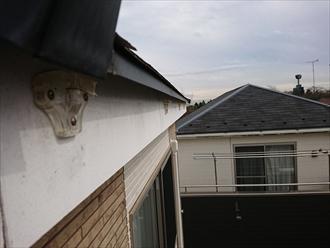 雨樋を固定する支持金具が破損し軒樋が落下