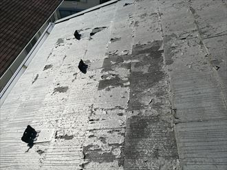 海老名市上今泉の色が黒く見えた部分スレートに、塗膜の剥がれが起こっておりました