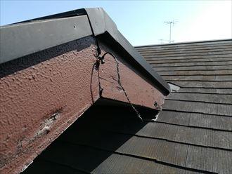 破風板の表面が剥がれている