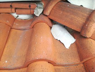 大和市西鶴間で洋瓦の屋根を点検、丸瓦を使用した棟の漆喰が剥がれてました