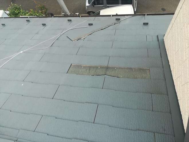 横浜市港北区小机町にて強風により外れた屋根スレート瓦の復旧工事の様子