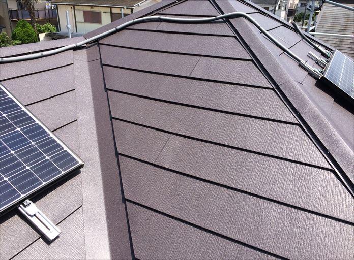 スーパーガルテクトSシェイドブラウンを使用した屋根カバー工事の完成