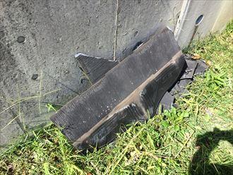 台風15号の影響で外れて飛散したスレート