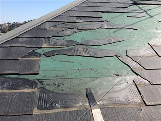 広範囲にスレートが飛散したら屋根葺き替え工事
