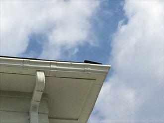屋根のコーナーが浮いている