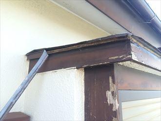 海老名市上今泉で霧除けの屋根材が破損、霧除けも屋根の種類に入ります