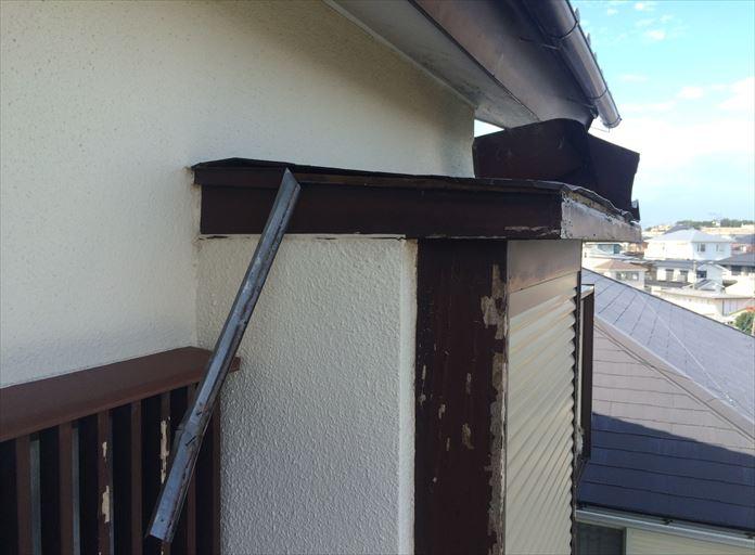 出窓の上が破損した