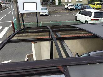 カーポートの屋根材はポリカーボネート