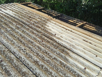 平塚市小鍋島 工場の大波スレート部分葺き替え工事 古い屋根材撤去