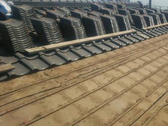 川崎市川崎区渡田向町にて防水紙が古くなったため屋根葺き直し工事で改善