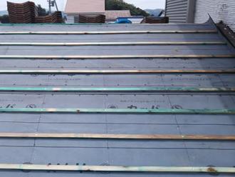 相模原市緑区青山 屋根葺き直し工事 防水紙設置