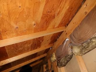 葉山町木古庭にて一階室内への雨漏りの原因は下屋根の雨仕舞と外壁のクラックからでした