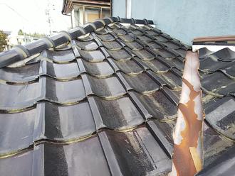 厚木市下荻野 屋根葺き替え工事前 瓦屋根の様子
