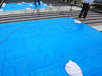厚木市下荻野で雨漏りしている工場屋根を(縦葺き)部分的な屋根カバー工法実施