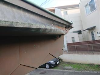 茅ヶ崎市松尾にて緑青の銅製雨樋がトラックにぶつけられて破損してしまい交換の必要性がありました