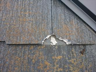大和市桜森にて黄色い苔が目立つ化粧スレート屋根には塗装でのメンテナンスが無意味になるコロニアルネオが使われていました