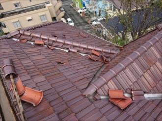 藤沢市湘南台にて台風15号の影響で雨漏りしはじめてしまった洋瓦が使われた屋根の様子
