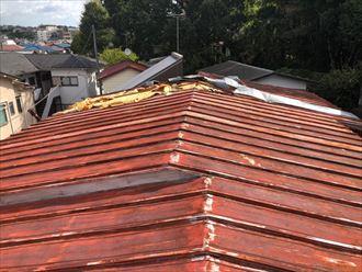 めくれ上がった板金屋根を発見