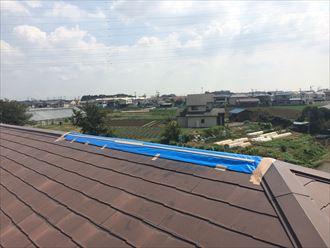 屋根を一時的にビニール養生