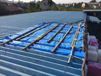 台風15号で受けた折板屋根から雨漏り