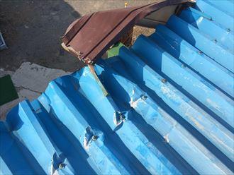 台風15号で受けた折板屋根はめくれ上がっておりました