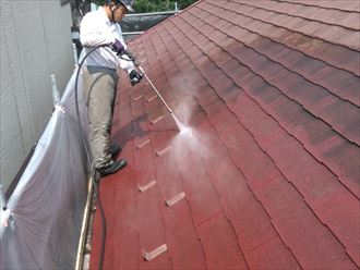 スレート屋根を塗装前に洗浄