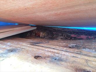 茅ヶ崎市赤松町で笠木が天端から剥がれた原因は、下地の腐食にありました
