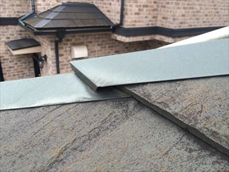 海老名市大谷南で、スレート屋根の棟に差し込んである差し棟が抜けました