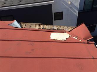 軒先腐食して剥がれてしまった板金屋根