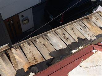 軒先板金屋根が腐食して剥がれてしまった
