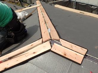 平塚市ふじみ野にてスレート屋根から軽量な金属屋根材スーパーガルテクトへ屋根カバー工法