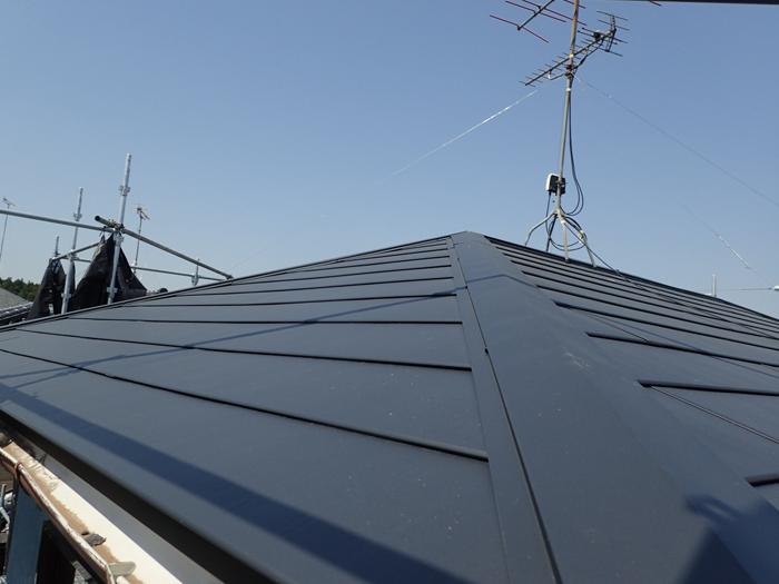 厚木市下荻野 横暖ルーフSにて屋根葺き替え工事 完工