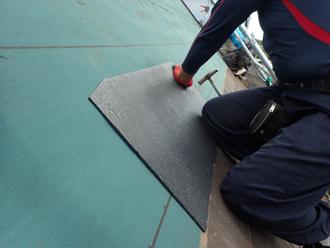 川崎市川崎区川中島で雨漏りしている天窓の撤去と屋根の部分葺き替え工事