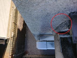 サッシと外壁の取合いまわりにもクラックが確認できました
