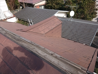 切妻屋根で急勾配の屋根