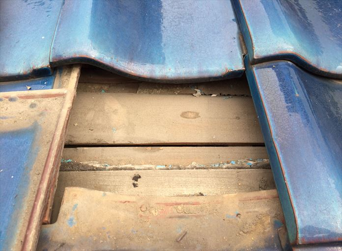 海老名市上今泉で発生した雨漏りは瓦の下にルーフィングが敷設されていないことが原因でした