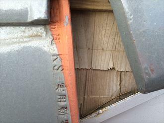 大和市桜森で瓦屋根の点検、瓦の並びがズレるだけで雨漏りすることがあります