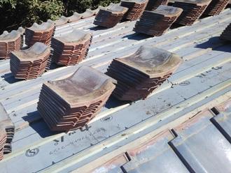 秦野市名古木で雨漏りしている瓦屋根を屋根葺き直し工事で改善します