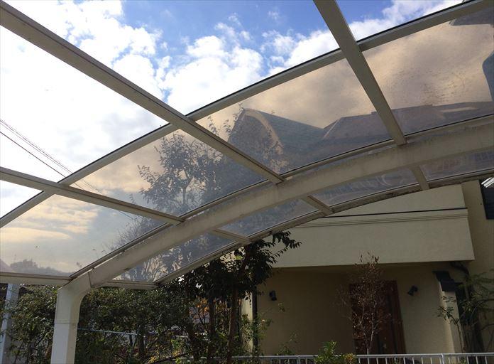 大和市鶴間でカーポートの屋根材が飛散、破損部分だけの交換が可能です