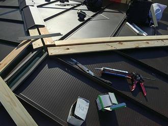 須賀市湘南鷹取 屋根葺き替え工事 棟板金設置