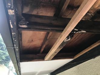 鎌倉市玉縄 軒天補修工事 古い軒天板撤去