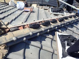 厚木市毛利台にて漆喰変色や剥がれなどから棟取り直し工事を実施しました