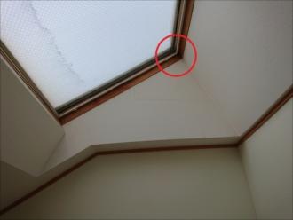 トップライトが設置されている所を室内から写した様子